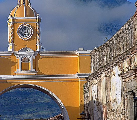 800px-GT056-Antigua_Arch-low