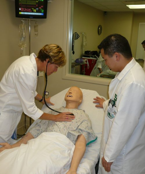 sim b listening to lung sounds
